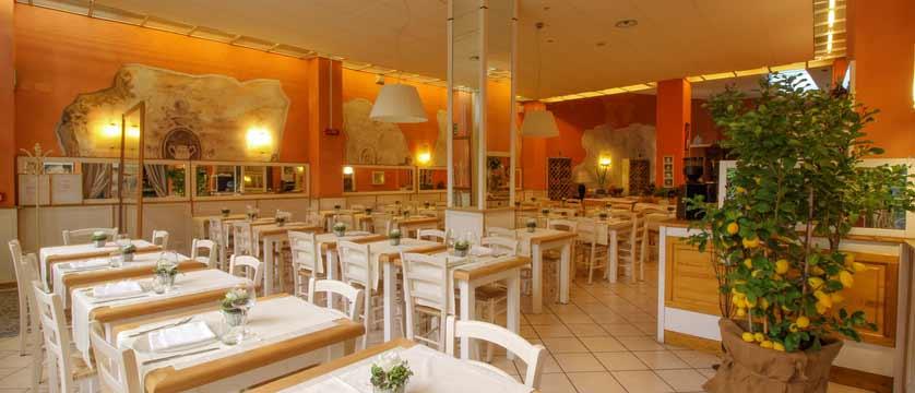 Hotel Italia, Verona, Italy - dining room interior.jpg